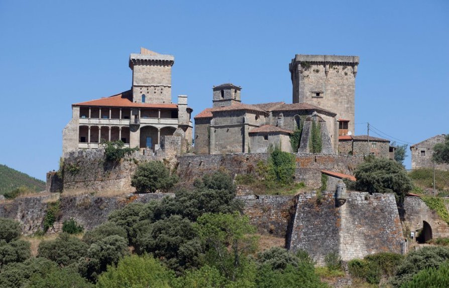 Monterrei - Boots & Grapes Tours